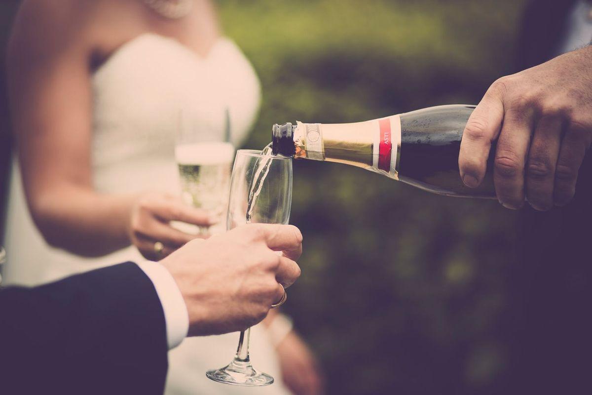 Дівчина збиралася святкувати свій день народження, а опинилася на власній шлюбній вечірці