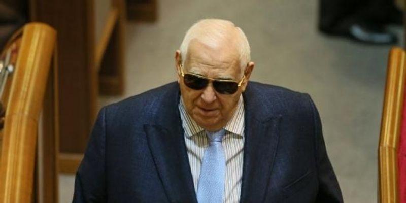 Герой України заробляє мільйони на вкладах у банку