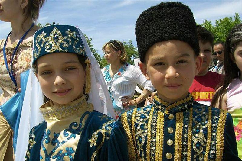 Кримські татари в різних куточках світу створюють незвичайне полотно