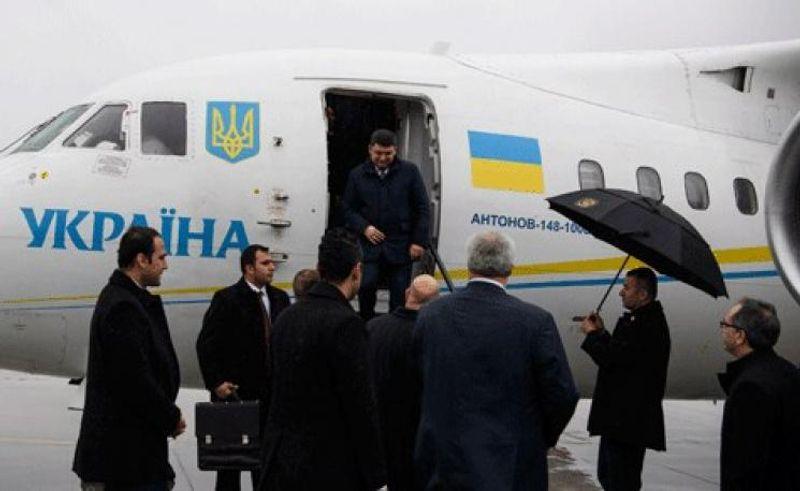 Прем'єр за три  місяці налітав Україною майже на 850 тисяч гривень