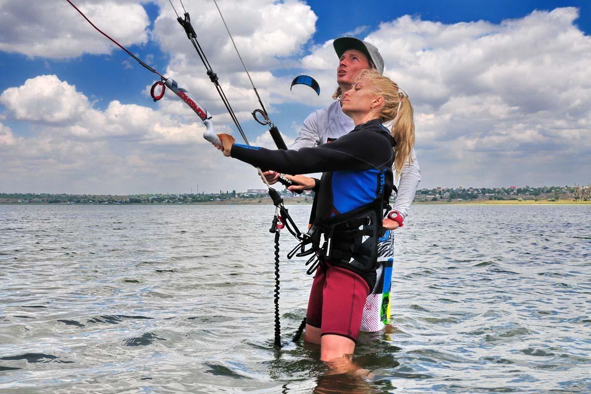Як управляти кайтом на воді і скільки часу потрібно, щоб навчитися. Поради екстремала