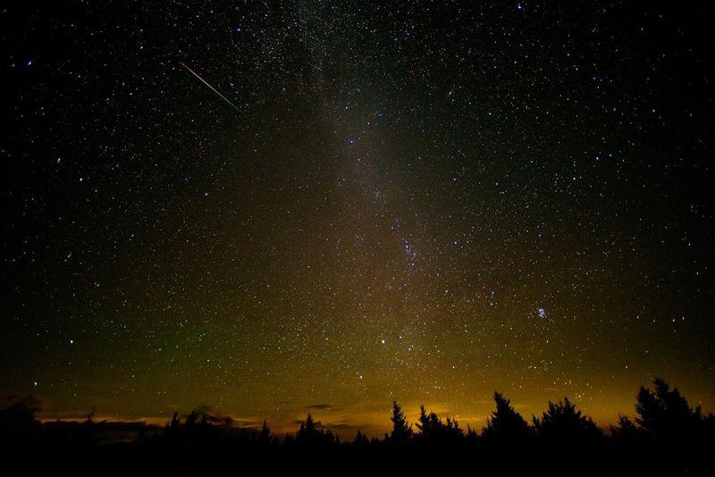 Розпочався найбільший літній метеорний потік — Персеїди: цікаві факти і поради від NASA