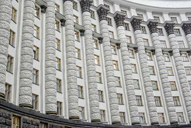 В Україні не знайшлося фірми, яка б захотіла помити вікна Володимиру Гройсману