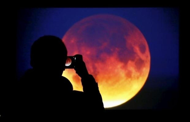 Грандіозне видовище! Цього тижня спостерігатимемо рекордне за століття затемнення Місяця