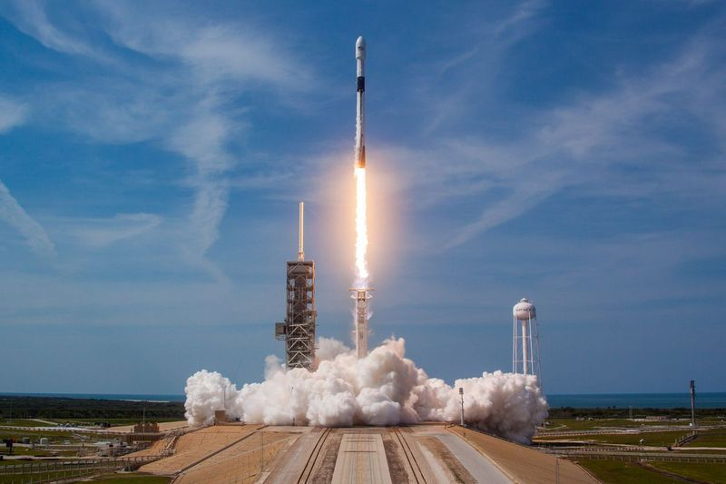 Компанія Ілона Маска запустила ракету Falcon 9 із найважчим супутником