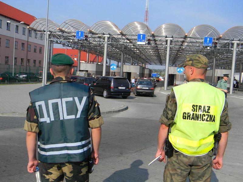 На українсько-польському кордоні застрягли 860 автомобілів