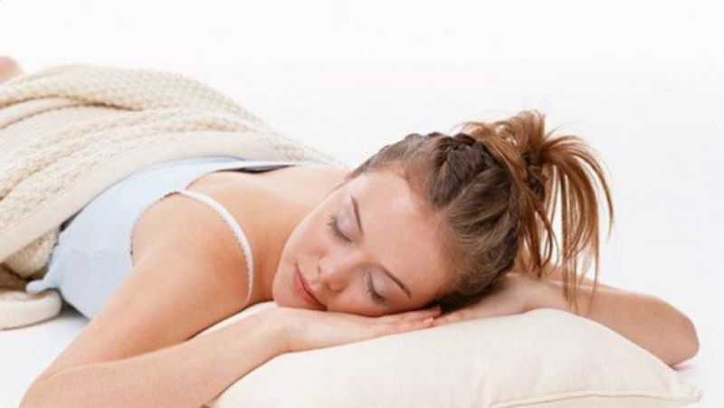 Медики пояснили, яка поза для сну - найшкідливіша