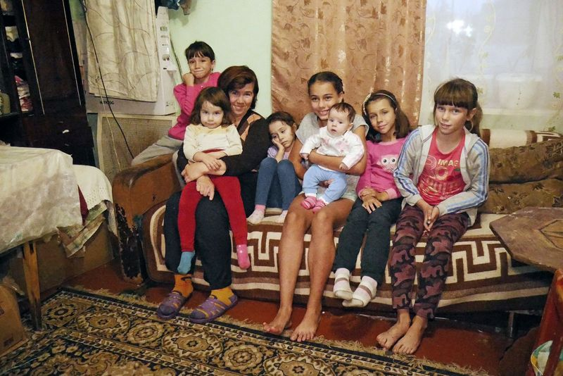 Історія багатодітної мами зворушила читачів Експресу: один із них придбав для родини просторий будинок