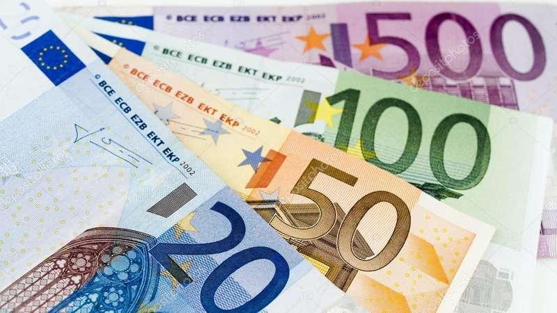 Євро на міжбанку обвалився майже на 40 копійок