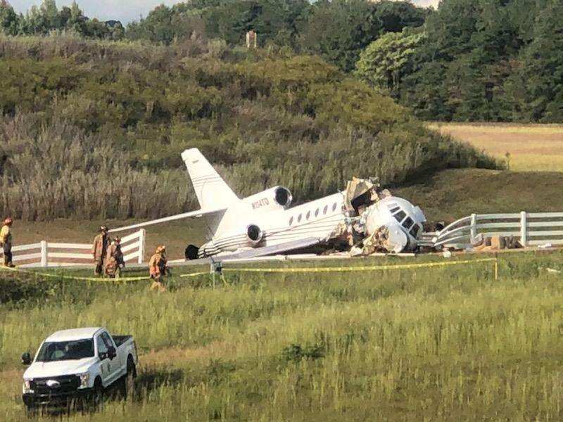 Літак з пасажирами розколовся навпіл під час посадки (відео)
