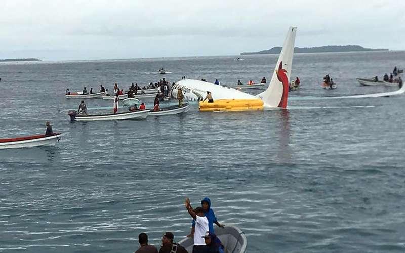 У Тихий океан впав літак з 47 людьми на борту