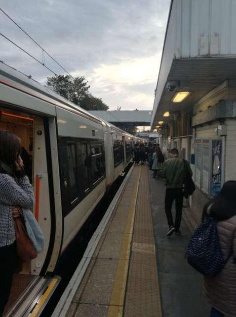 У лондонському метро невідомий порізав пасажирів ножем