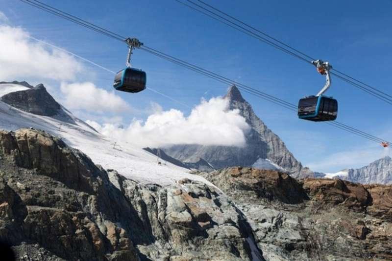 Найвища у світі канатна дорога запрацювала у Швейцарії