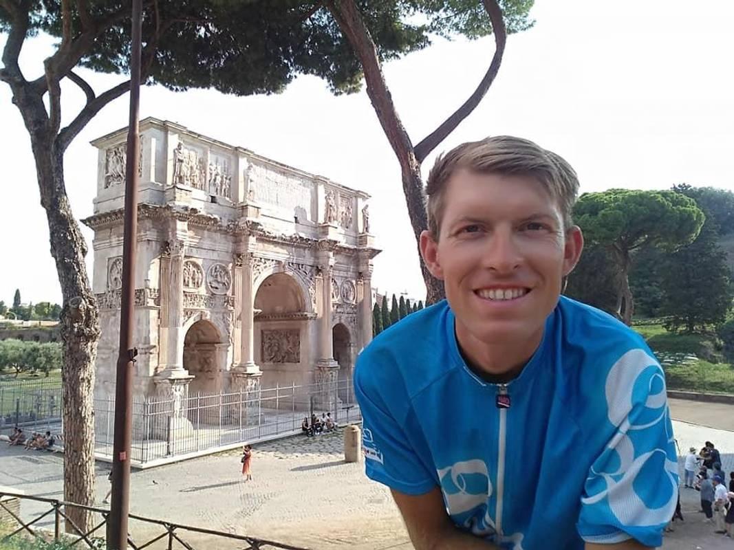 Український вчитель-мандрівник об'їздив Європу на велосипеді
