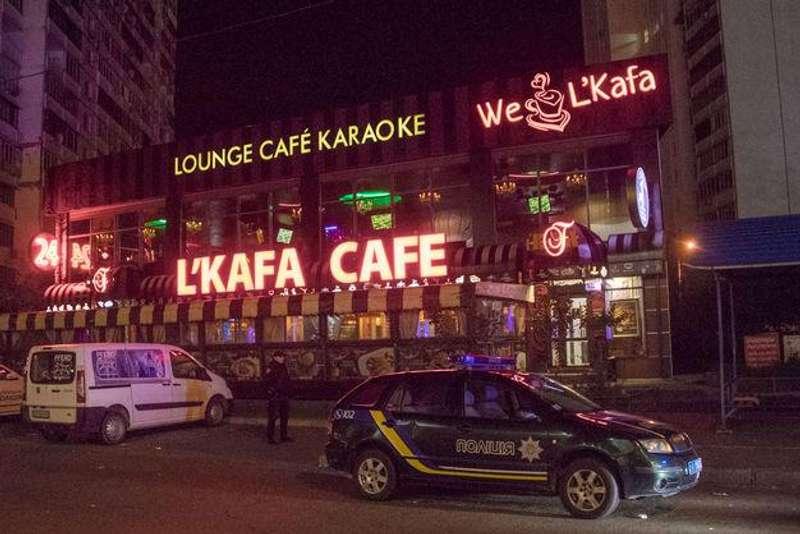 У Києві сталася стрілянина біля кафе: двоє поранених, троє затриманих