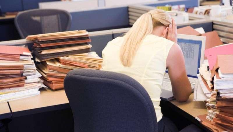 Вчені пояснили, яку небезпеку для здоров'я жінок становлять понаднормові години