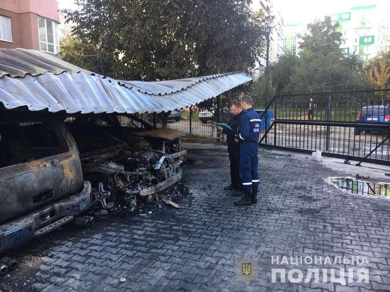 Велика пожежа сталася на автостоянці в Одесі