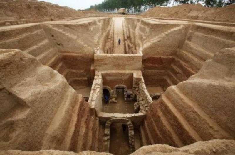Археологи виявили понад 200 гробниць доісторичних часів