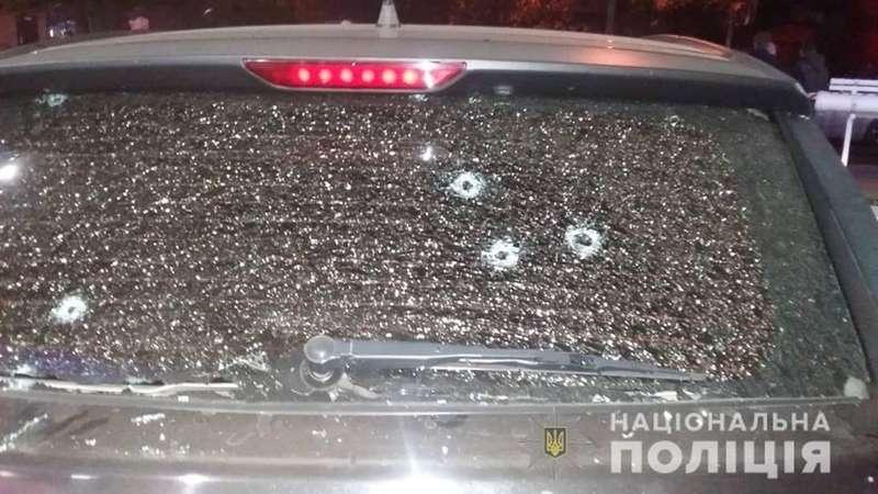 Поліція встановила осіб, які розстріляли автомобіль активіста Автомайдану