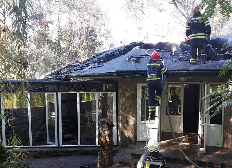 У Черкасах пожежники рятували мав від вогню (відео)