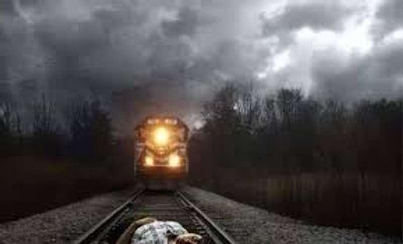 Підпилий чоловік отримав струс мозку після зіткнення з потягом