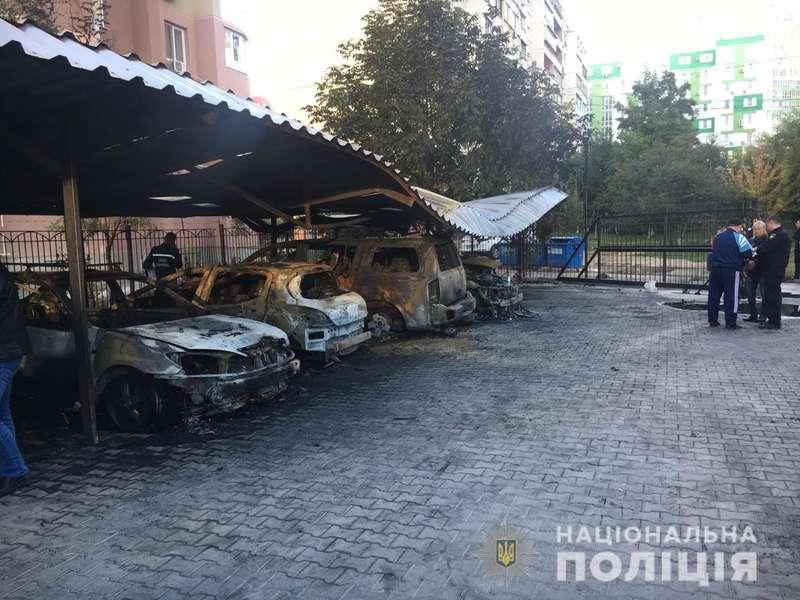 З'явилося відео підпалу 5 автомобілів в Одесі