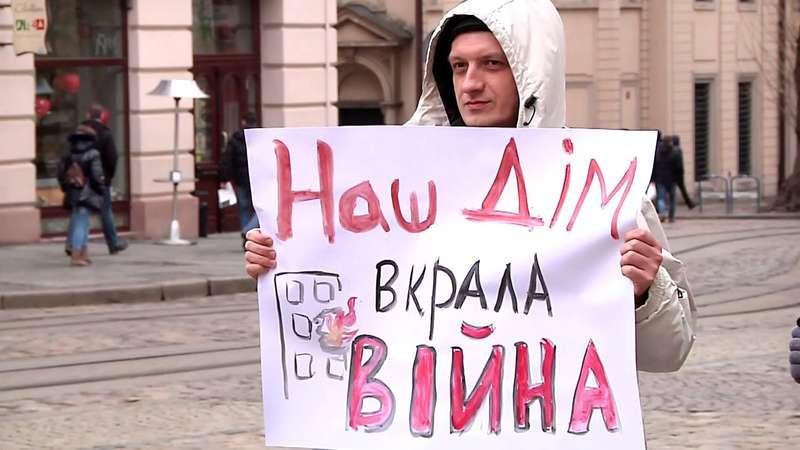 Переселенці з Донбасу і Криму можуть претендувати на соціальне житло, - закон