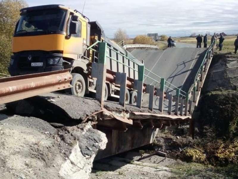 Мостопад у Росії: за добу обвалилося два шляхопроводи