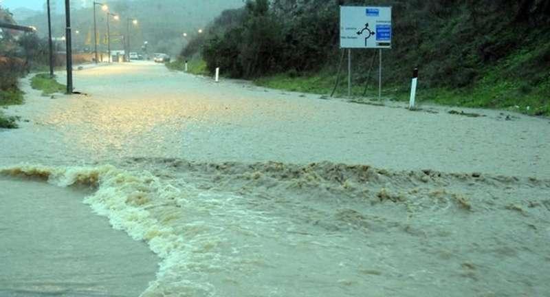 Італійський острів готується прийняти удар стихії