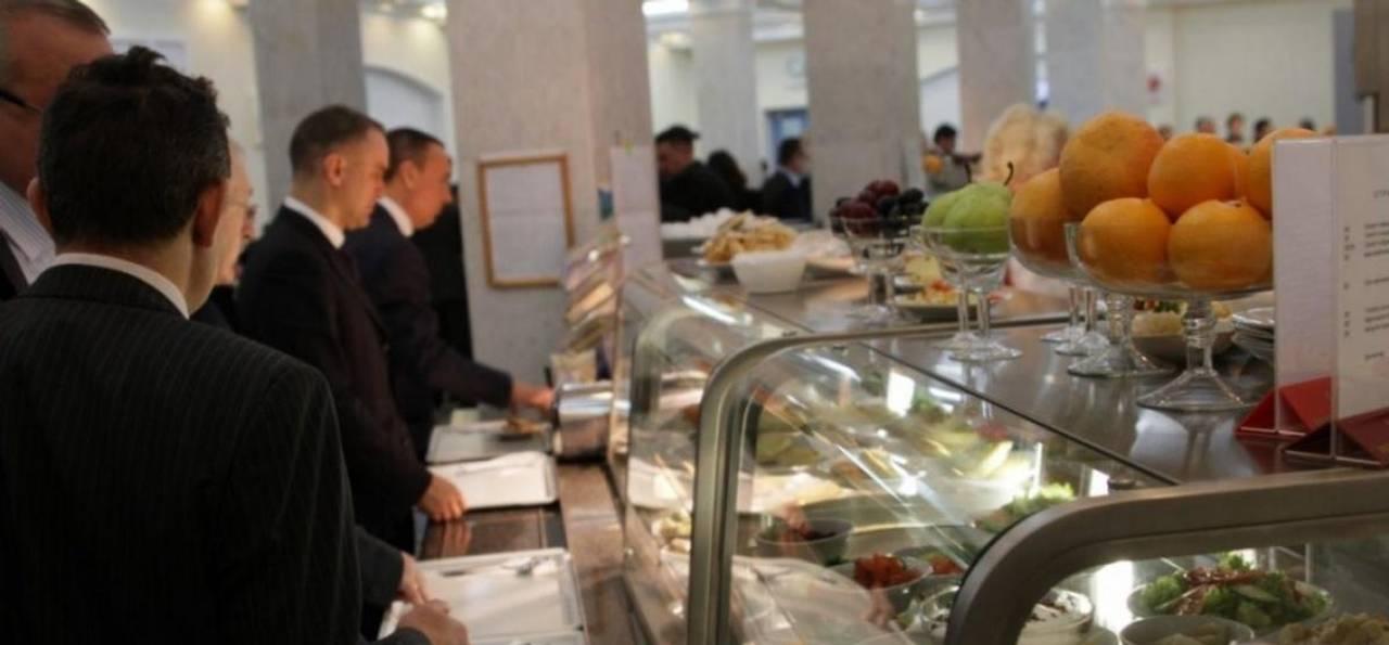 Для їдальні Верховної Ради купили півтонни кальмарів, креветок та морських коктейлів