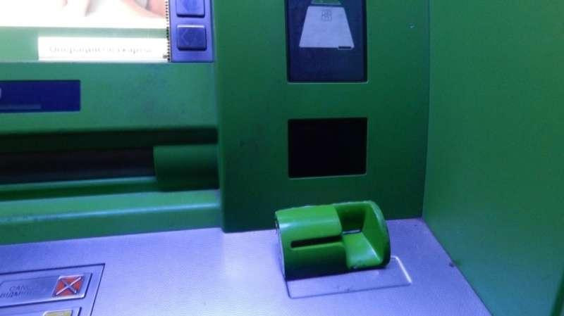 Приватбанк тимчасово припиняє обслуговувати банкомати та проводити інтернет-розрахунки