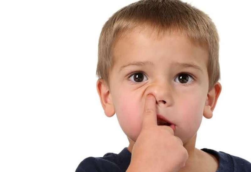 Учені з'ясували, чим загрожує людині колупання в носі