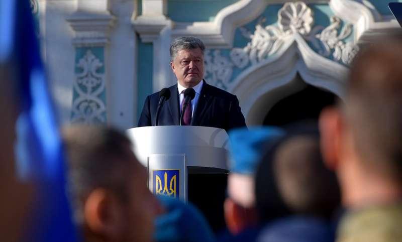 Храми, де моляться за патріарха Кирила, не є українськими - Порошенко