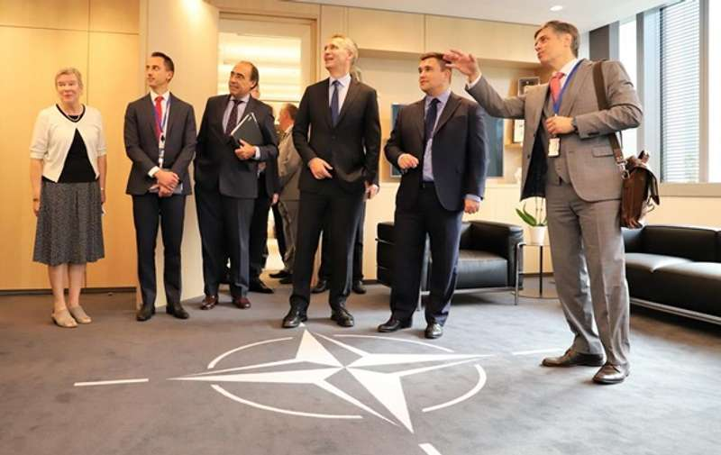 Київ просить НАТО допомогти зміцнити арсенали