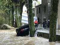 У Франції через повінь загинуло 13 людей