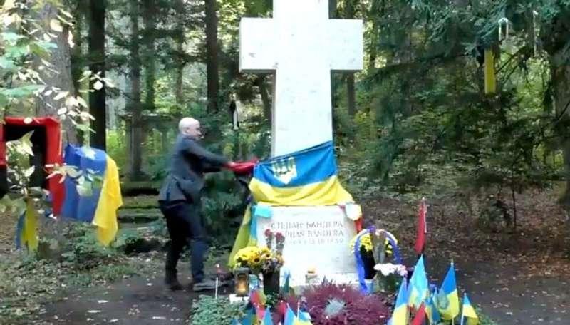 Німецька поліція відреагувала на акт вандалізму над могилою Бандери в Мюнхені