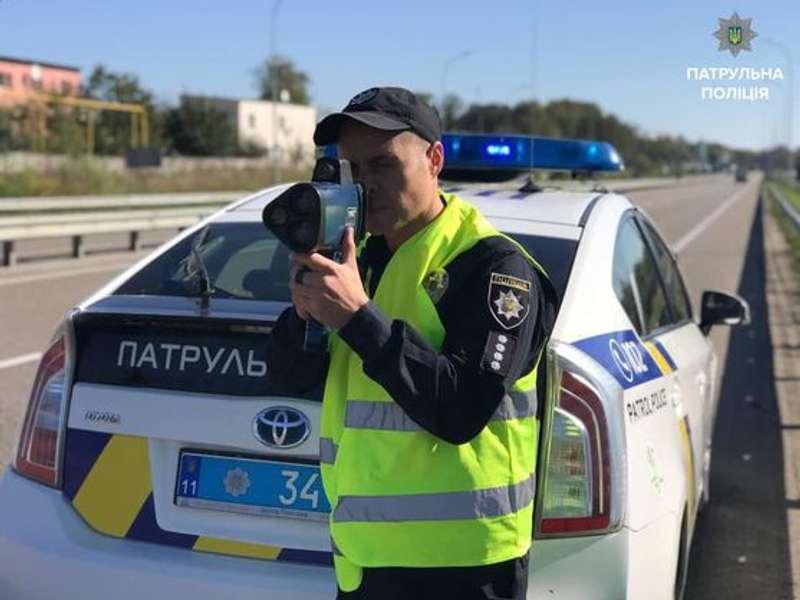 Відсьогодні поліція штрафуватиме водіїв за перевищення швидкості