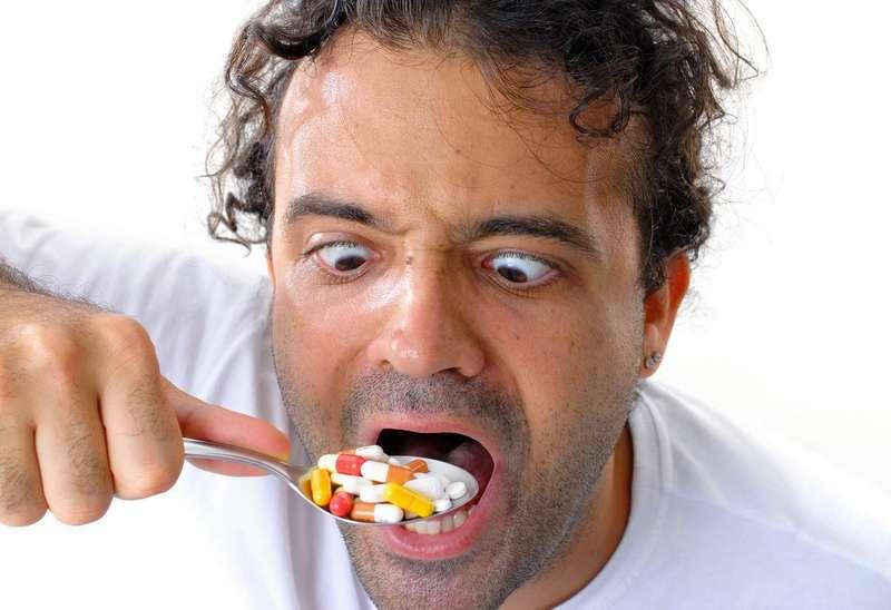 Лікар пояснив, чому не можна самостійно призначатисобі антибіотики