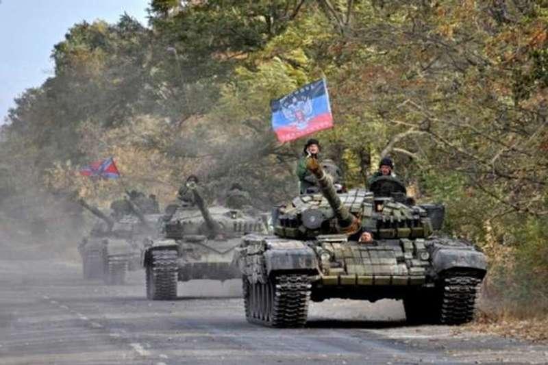 Спостерігачі ОБСЄ зауважили артилерію та танки бойовиків неподалік Мирного