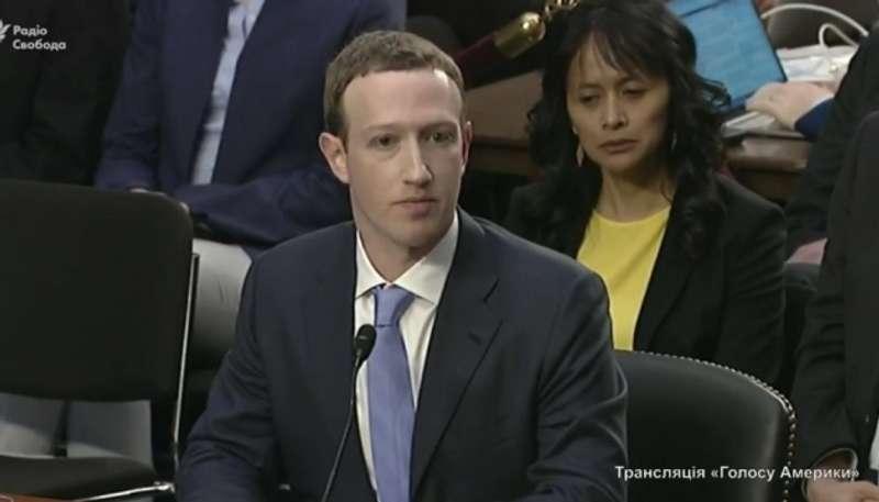 Бунт на кораблі: акціонери Facebook готуються усунути Цукерберга з посади
