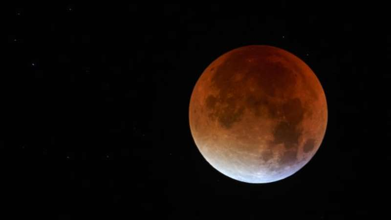 Китайці замінять вуличні ліхтарі штучним місяцем