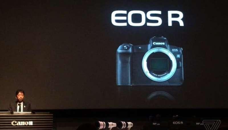 Один з провідних виробників фототехніки збирається випустити свою першу бездзеркальну камеру