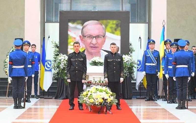 У Києві провели в останню путь знаменитого тренера і футболіста