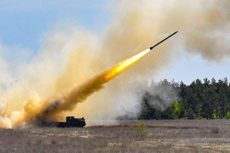 12 ракет, кожна вагою 900-1000 кілограмів: ракетний комплекс Вільха прийняли на озброєння