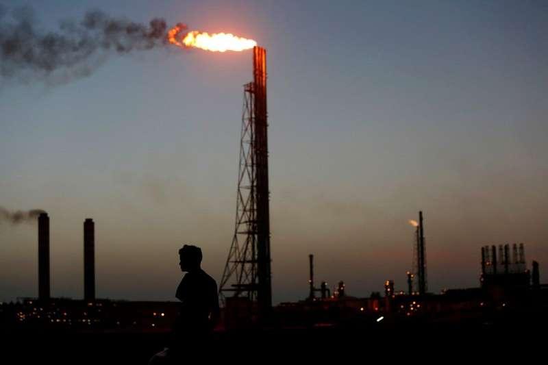 Ціни на нафту знову просіли нижче 80 доларів за барель