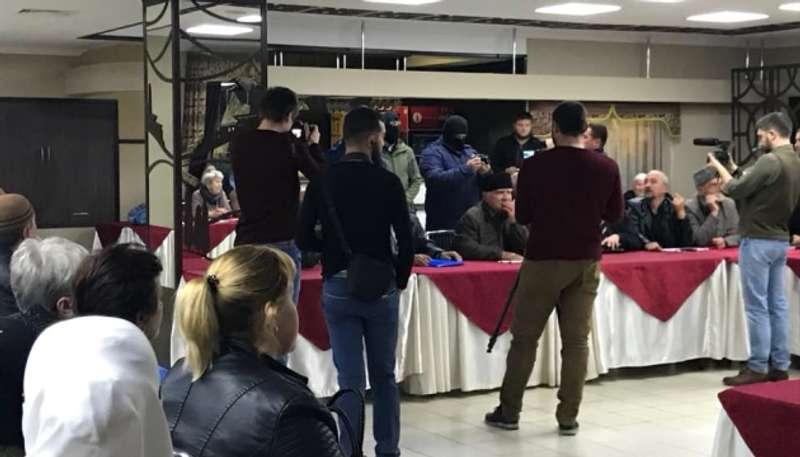 Силовики РФ вдерлися на засідання правозахисників у Криму