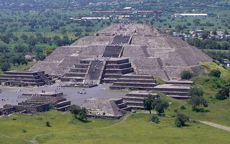 У Мексиці під пірамідою археологи знайшли вхід у потойбічний світ
