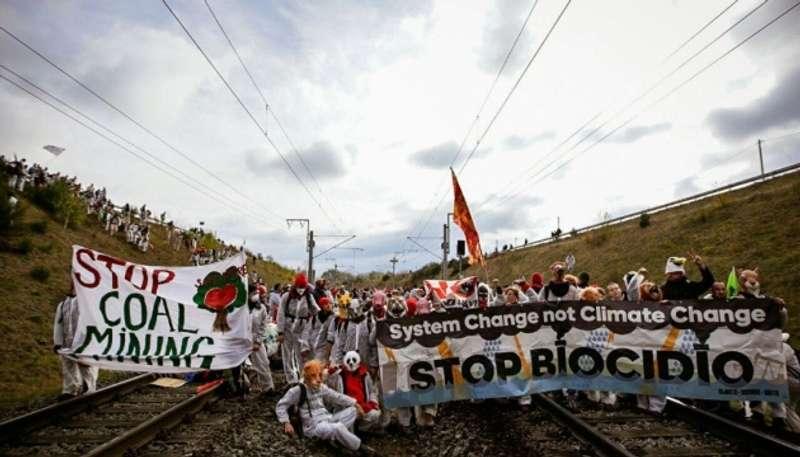 Німецька поліція завела справи на 400 активістів, що заблокували вирубку лісу