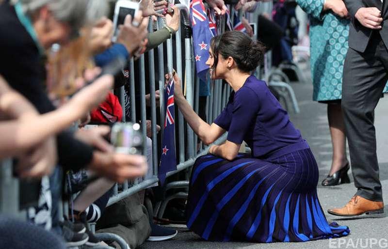 """Під час візиту в Нову Зеландію Меган Маркл вразила публіку """"прозорою"""" спідницею (фото)"""