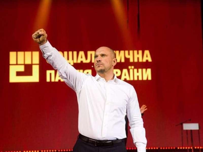 Кива йде у президенти як висуванець партії, новий символ якої - кулак